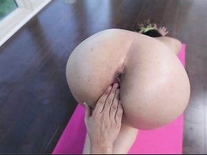 Flexible Yoga Girl Sucks Dick And Gets Pounded