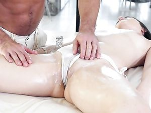 Thick Cock Fucks Kylie Quinn After An Oil Massage